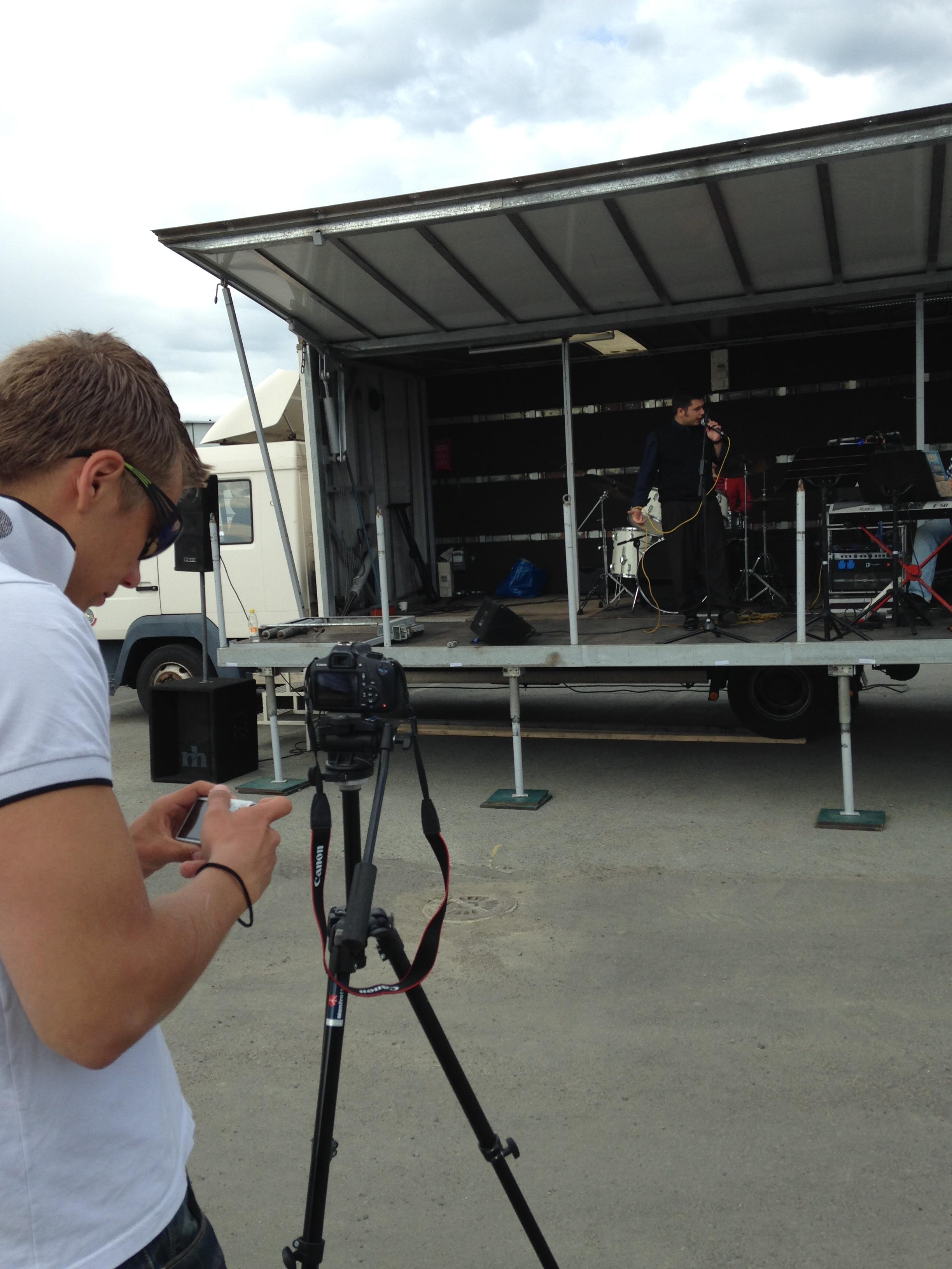 Valokuvaaminen ja musiikki osana VIKTO ry:n toimintaa.